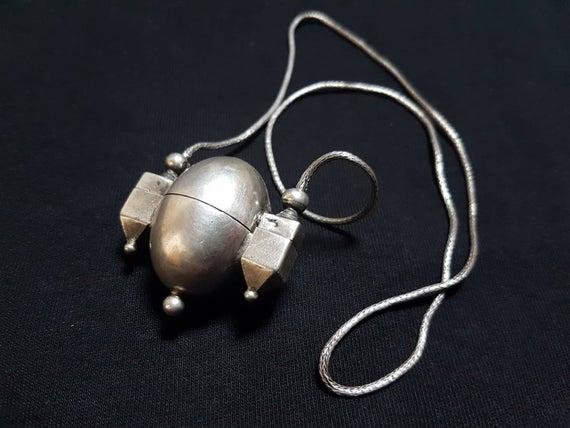 The Ishtalinga necklace worn by the Lingayats